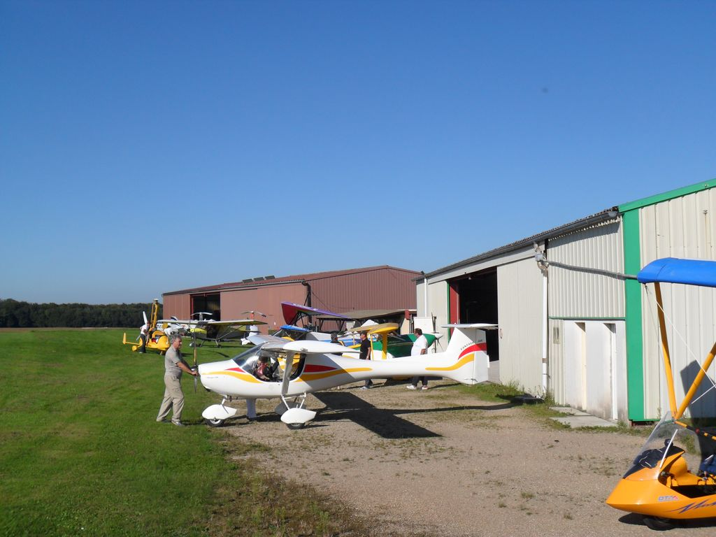 ULM-regio-vieux-ferrette-clubhouse-hangars-03